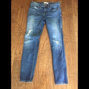 Madewell skinny skinny distressed jeans size 27